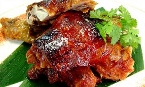 山鶏のピリ辛パリパリ焼¥780